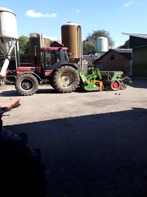 Foto van een Case International 856 XL Plus. Geplaatst door LarsNijveld op 13-09-2018 om 14:32:49, op TractorFan.nl - de nummer 1 tractor foto website.