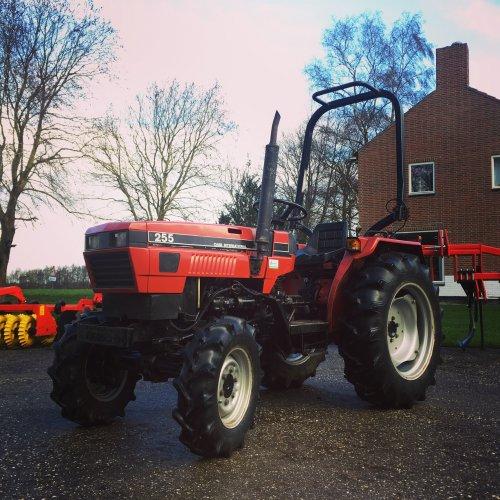 Case IH 255. Geplaatst door ertlerik op 17-01-2019 om 08:59:36, op TractorFan.nl - de nummer 1 tractor foto website.