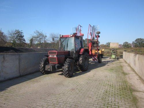 Foto van een Case International 845 XL. Geplaatst door jordi 1455 op 07-11-2019 om 21:27:10, op TractorFan.nl - de nummer 1 tractor foto website.
