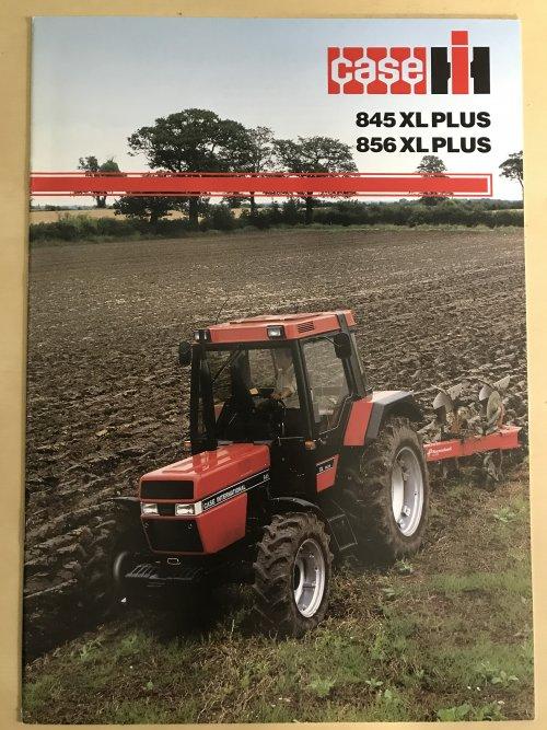 Foto van een Case International 845 XL Plus Orignele nederlandse folder van de 845/856 xl plus. Uitgegeven door Boeke Heesters uit Lelystad. Erg mooi om ze zo nog in nieuwstaat op de foto te zien.
