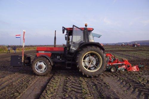 Foto van een Case International 1056 XL. Geplaatst door jans-eising op 23-12-2019 om 20:28:40, op TractorFan.nl - de nummer 1 tractor foto website.