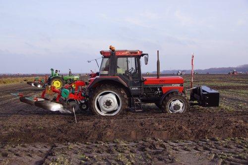 Foto van een Case International 1056 XL. Geplaatst door jans-eising op 23-12-2019 om 20:28:50, op TractorFan.nl - de nummer 1 tractor foto website.