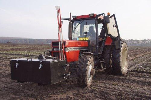 Foto van een Case International 1056 XL. Geplaatst door jans-eising op 25-12-2019 om 19:38:27, op TractorFan.nl - de nummer 1 tractor foto website.