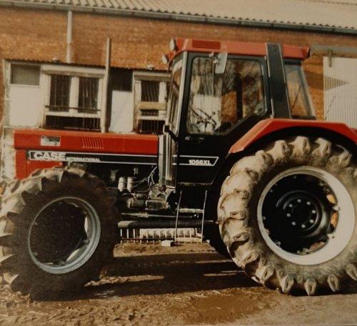Foto van een Case International 1056 XL toen die nieuw was,van hetzelfde loonbedrijf als de 1246 die ik gisteren plaatste. Zo  mooi als deze worden er geen nieuwe trekkers meer gemaakt.