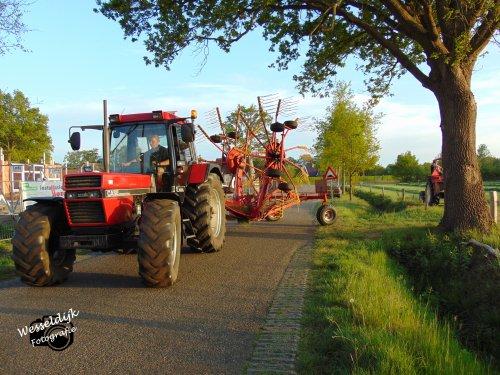 Foto van een Case International 956 XL, bezig met gras harken!. Geplaatst door Han745XL op 10-05-2020 om 22:50:12, op TractorFan.nl - de nummer 1 tractor foto website.