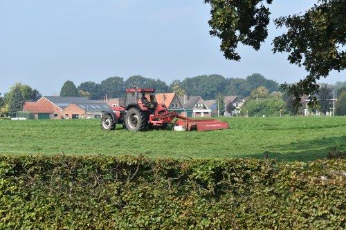 Foto van een Case International 956 XL. Geplaatst door jordi 1455 op 24-09-2020 om 22:00:56, op TractorFan.nl - de nummer 1 tractor foto website.