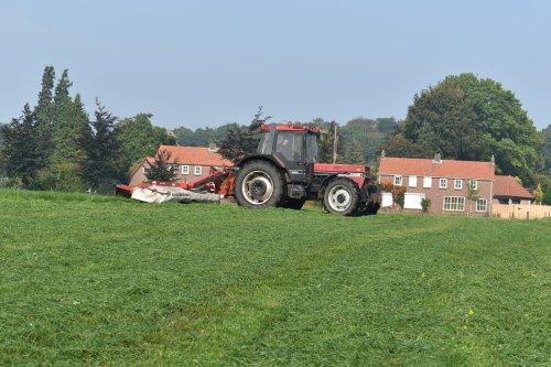 Foto van een Case International 956 XL. Geplaatst door jordi 1455 op 29-11-2020 om 20:40:31, op TractorFan.nl - de nummer 1 tractor foto website.