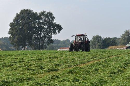 Foto van een Case International 956 XL. Geplaatst door jordi 1455 op 29-11-2020 om 20:40:33, op TractorFan.nl - de nummer 1 tractor foto website.