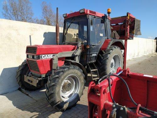 Foto van een Case International 845 XL. Geplaatst door manus op 06-05-2021 om 08:03:49, op TractorFan.nl - de nummer 1 tractor foto website.
