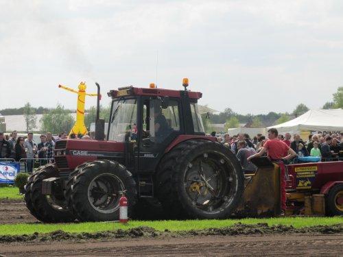 Foto van een Case International 885 XL, bezig met trekkertrekken.. Geplaatst door CHALLENGERfan op 09-05-2013 om 22:35:43, op TractorFan.nl - de nummer 1 tractor foto website.