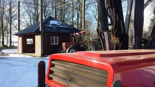 Foto van een Case International 856 XL neus, met de 956 op de achtergrond :). Geplaatst door jeroenfordmf op 31-01-2015 om 13:53:30, op TractorFan.nl - de nummer 1 tractor foto website.