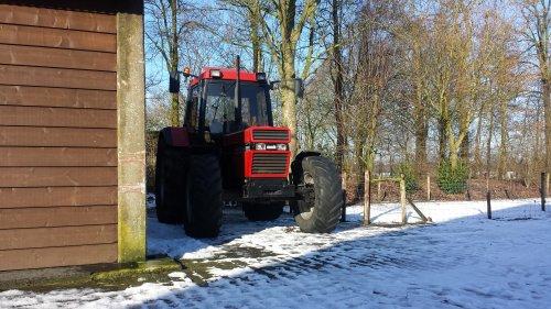 Foto van een Case International 956 XL, bezig met poseren.. Geplaatst door jeroenfordmf op 31-01-2015 om 13:59:11, op TractorFan.nl - de nummer 1 tractor foto website.