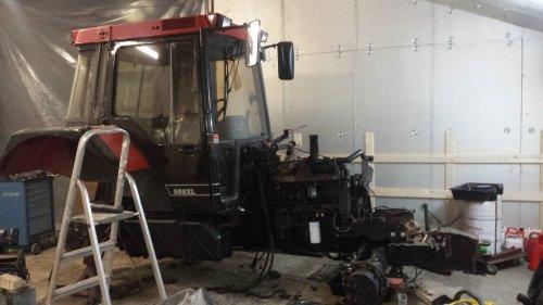 Foto van een Case International 956 XL, bezig met poseren. Net weer de cabine gemoteerd. Geplaatst door jeroenfordmf op 30-03-2015 om 21:49:58, op TractorFan.nl - de nummer 1 tractor foto website.