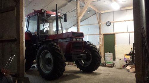 Foto van een Case International 956 XL, bezig met poseren.. Geplaatst door jeroenfordmf op 30-03-2015 om 21:52:08, op TractorFan.nl - de nummer 1 tractor foto website.