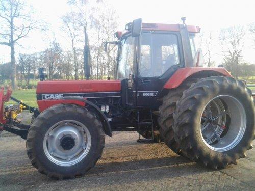 Foto van een Case International 1056 XL, bezig met poseren.. Geplaatst door gh-oosterkamp op 01-08-2015 om 15:31:14, op TractorFan.nl - de nummer 1 tractor foto website.