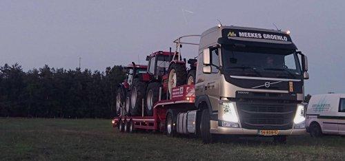 Foto van Case trekkers op transport terug van de Land en Tuinbouw Beurs in Rijssen.. Geplaatst door nbomers op 28-06-2018 om 23:47:12, op TractorFan.nl - de nummer 1 tractor foto website.