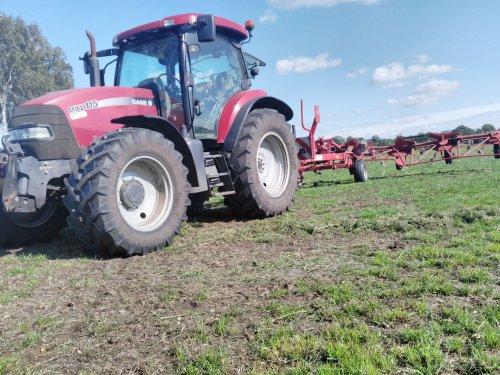 Foto van een Case IH Maxxum MXU 115. Vandaag op stage nog even het gras geschud. Geplaatst door NewHollandT6010 op 13-09-2018 om 22:39:56, op TractorFan.nl - de nummer 1 tractor foto website.