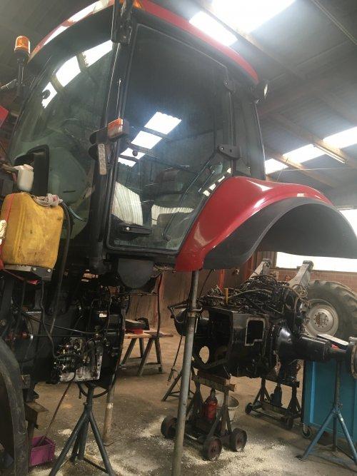 Bak revisie!. Geplaatst door fendtkaja op 28-12-2019 om 21:18:07, op TractorFan.nl - de nummer 1 tractor foto website.