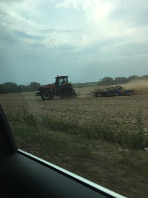 Foto van een Case IH Magnum-serie afgelopen zomer rondje door oost Duitsland. Type weet ik zo niet. Geplaatst door bram power op 29-01-2020 om 21:02:09, op TractorFan.nl - de nummer 1 tractor foto website.