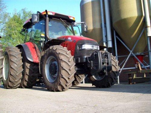 Foto van een Case JX 75, bezig met poseren.. Geplaatst door Mthijs op 16-11-2008 om 13:02:14, op TractorFan.nl - de nummer 1 tractor foto website.