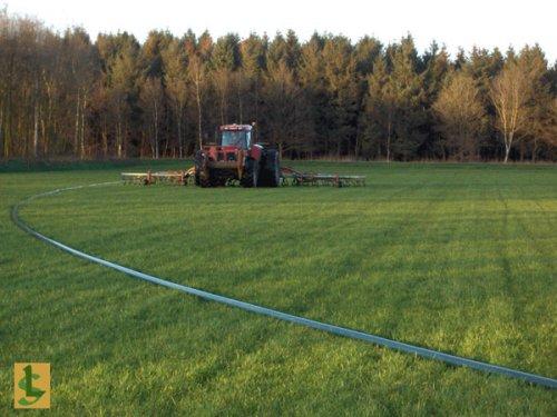 De Samenwerking BV met Case IH CVX 150, bezig met bemesten.  http://www.desamenwerkingbv.nl. Geplaatst door betten op 04-02-2009 om 10:01:31, met 2 reacties.