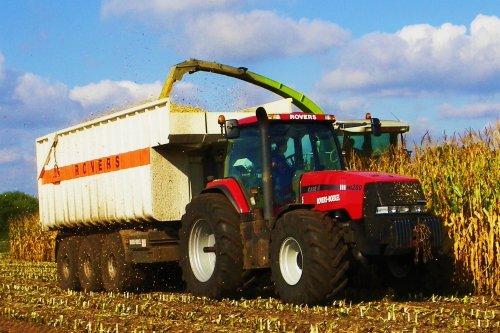 Foto van een Case MX 200, bezig met maïs hakselen. Loonbedrijf Rovers   Boekel (NB). Geplaatst door Martin Holland op 27-02-2010 om 17:38:04, met 13 reacties.