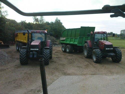 Foto van een Case Meerder, 2x MX 135. Loonbedrijf Looman Velswijk klaar voor het maisdorsen!. Geplaatst door joozt op 15-10-2010 om 19:29:36, met 32 reacties.
