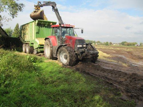 Case CVX 1170 van Berkof & Van Middelaar bezig met maïs inkuilen. Geplaatst door CHALLENGERfan op 31-10-2010 om 19:34:49, op TractorFan.nl - de nummer 1 tractor foto website.