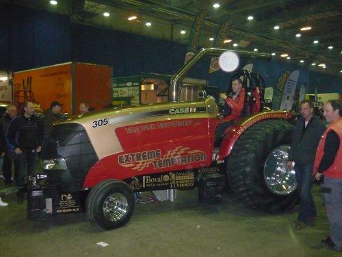 Foto van een Case Magnum 305 Gold Signature(Extreme Temptation)Tractorpulling Ahoy 2012.. Geplaatst door Freddie op 27-02-2012 om 15:04:55, met 2 reacties.