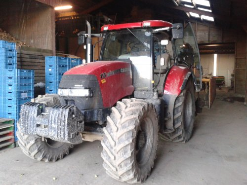 Case IH Maxxum 115X van the farmer