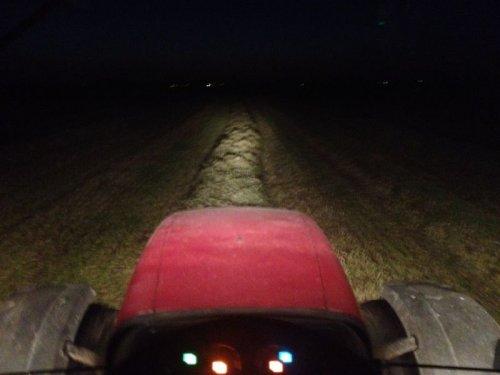 Foto van een Case MX 135, bezig met gras inkuilen.. Geplaatst door basconijn97 op 28-05-2013 om 22:24:08, op TractorFan.nl - de nummer 1 tractor foto website.
