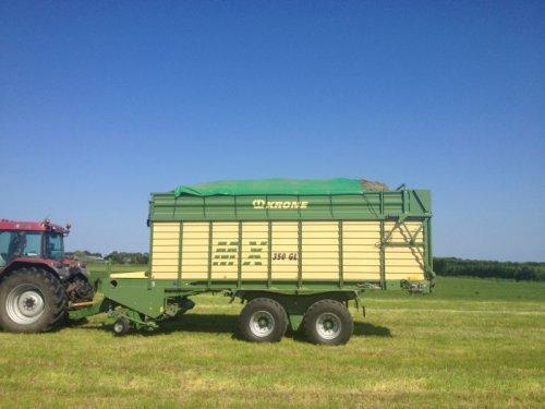 Foto van een Case MX 135, bezig met gras inkuilen.. Geplaatst door basconijn97 op 28-05-2013 om 22:25:01, op TractorFan.nl - de nummer 1 tractor foto website.