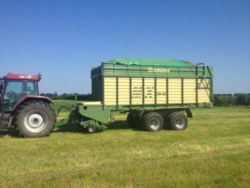 Foto van een Case MX 135, bezig met gras inkuilen.. Geplaatst door basconijn97 op 28-05-2013 om 22:25:16, op TractorFan.nl - de nummer 1 tractor foto website.