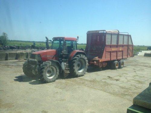 Foto van een Case MX 120, bezig met gras inkuilen.. Geplaatst door basconijn97 op 28-05-2013 om 22:26:34, op TractorFan.nl - de nummer 1 tractor foto website.