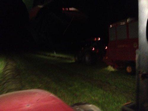 Foto van een Case MX 120, bezig met gras inkuilen.. Geplaatst door basconijn97 op 28-05-2013 om 22:26:52, op TractorFan.nl - de nummer 1 tractor foto website.
