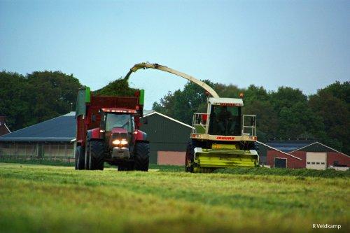 Van Haarst grashakselen. achtergrond onze eigen stal. Geplaatst door FENDTfarmer op 02-06-2013 om 12:06:38, op TractorFan.nl - de nummer 1 tractor foto website.