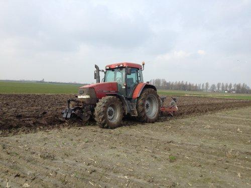 Foto van een Case IH Maxxum MX 120, bezig met ploegen / eggen.. Geplaatst door basconijn97 op 21-06-2013 om 22:04:17, op TractorFan.nl - de nummer 1 tractor foto website.