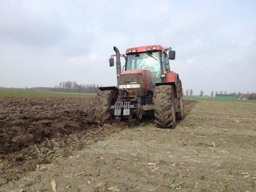 Foto van een Case IH Maxxum MX 120, bezig met ploegen / eggen.. Geplaatst door basconijn97 op 21-06-2013 om 22:04:37, op TractorFan.nl - de nummer 1 tractor foto website.