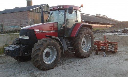 Foto van een Case MX 135, bezig met poseren.. Geplaatst door Tom-mf240 op 24-11-2015 om 20:47:27, op TractorFan.nl - de nummer 1 tractor foto website.