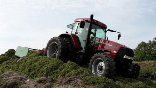 Foto van een Case MX 110. Geplaatst door CVX 1155 op 22-05-2016 om 14:15:51, op TractorFan.nl - de nummer 1 tractor foto website.