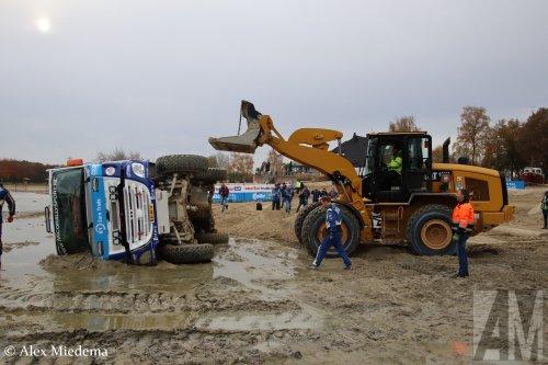 Een Cat Shovel op de foto bij Stichting Arco Rallysport (Poortugaal) ×, Pon (Almere) ×.  https://www.youtube.com/watch?v=Edj7ys9xdgU