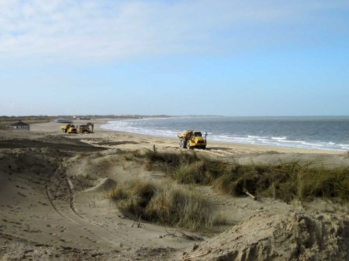 Foto van een Caterpillar 740 zand rijden strandtent 25 Breskens. Geplaatst door A.H.S. op 11-03-2018 om 12:21:53, op TractorFan.nl - de nummer 1 tractor foto website.