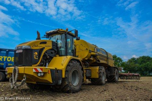 Foto van een Challenger Terra Gator 3244. Geplaatst door BramP op 24-05-2017 om 17:45:21, op TractorFan.nl - de nummer 1 tractor foto website.
