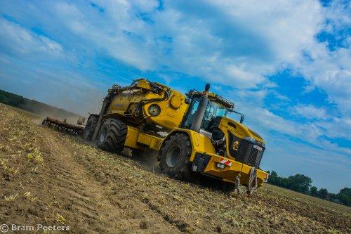 Foto van een Challenger Terra Gator 3244. Geplaatst door BramP op 24-05-2017 om 17:45:34, op TractorFan.nl - de nummer 1 tractor foto website.