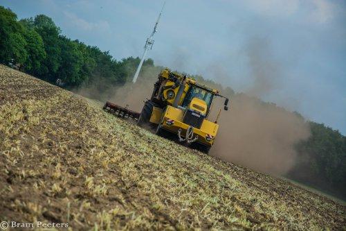 Foto van een Challenger Terra Gator 3244. Geplaatst door BramP op 24-05-2017 om 17:45:41, op TractorFan.nl - de nummer 1 tractor foto website.