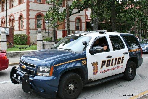 Foto van een Chevrolet Tahoe, opgebouwd voor personenvervoer. 11-04-2013 St. Agustine Police Dept. [Florida] USA