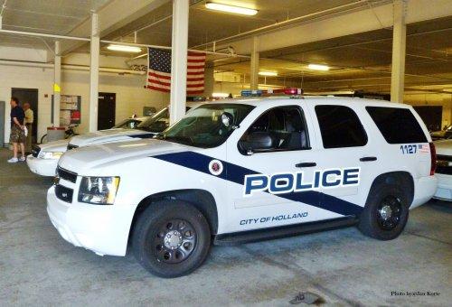 Foto van een Chevrolet Tahoe, opgebouwd voor personenvervoer. 20-06-12 Holland Police Dept. [Michigan] USA