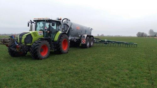 Foto van een Claas Arion 640 met Kaweco 18 M3 tank en Bomach 15 mtr bemester. Geplaatst door sassinga op 19-02-2017 om 17:08:40, op TractorFan.nl - de nummer 1 tractor foto website.