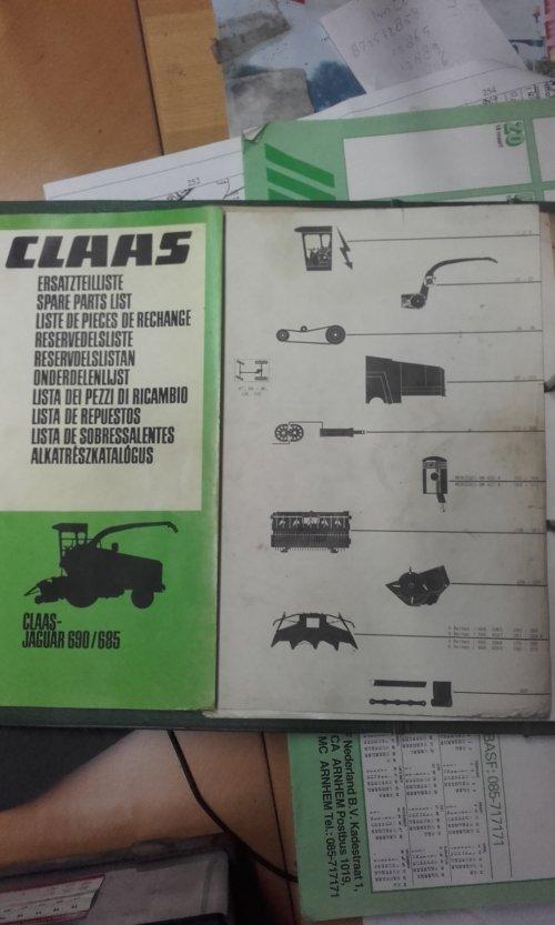 Foto van een Claas Jaguar 690 de onderdelenlijst in een klapper. Alles over de 690 hakselaar. Geplaatst door Fendt926Driver op 21-02-2017 om 20:19:24, met 2 reacties.
