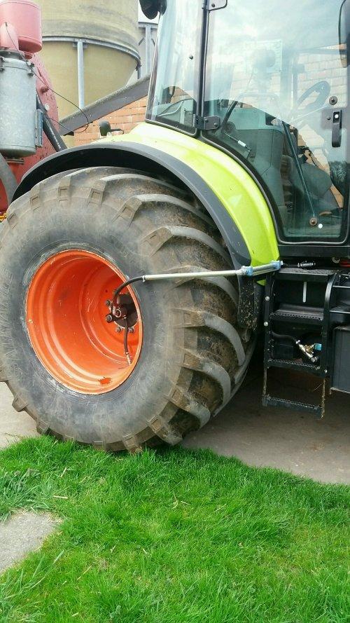 Bandendrukwisselsysteem opgebouwd op tractor.. Geplaatst door Janssen656 op 14-04-2017 om 23:55:18, op TractorFan.nl - de nummer 1 tractor foto website.